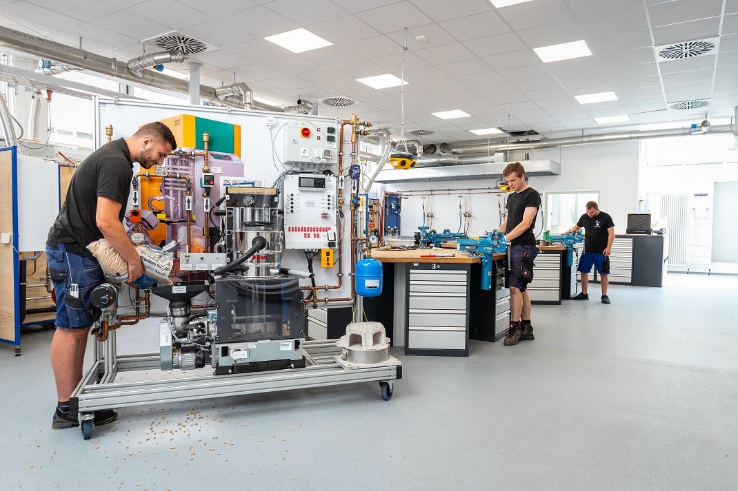 Montagewerkstatt, Schulungsraum und Depot für die SHK-Ausbildung.